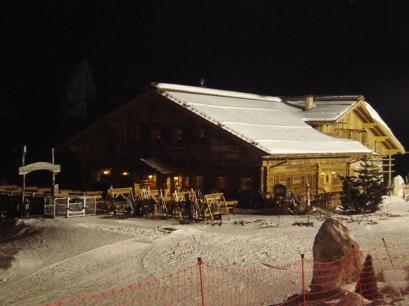 Riese Haunold Hütte bei Nacht - Nachtskifahren im Skigebiet Haunold