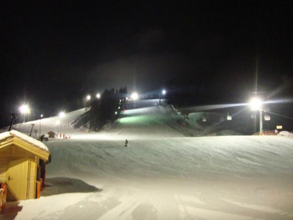 Blick auf das Skigebiet Haunold bei Nacht - Nachtskifahren am Haunold
